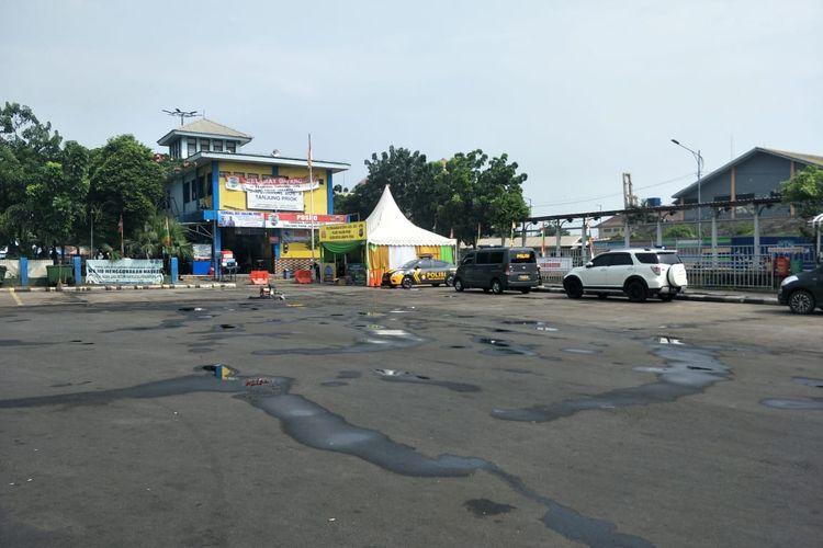 Suasana Terminal Tanjung Priok Jakarta Utara, kosong pada hari pertama penutupan operasional Bus AKAP, Kamis (6/5/2021).