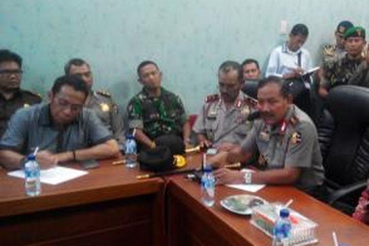 Kapolri Jenderal Pol Badrodin Haiti saat menggelar konfrensi pers di Mapolres Aceh Singkil Rabu (14/10/2015)