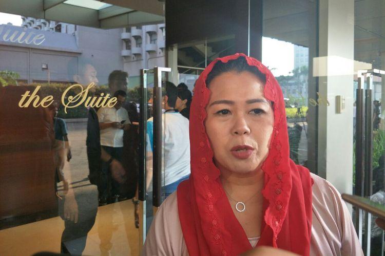 Putri kedua Gus Dur, Yenny Wahid, datang ke meeting point pasangan capres dan cawapres nomor urut 01 Jokowi-Maruf dan ketum partai pendukung di Djakarta Theater, Rabu (17/4/2019).