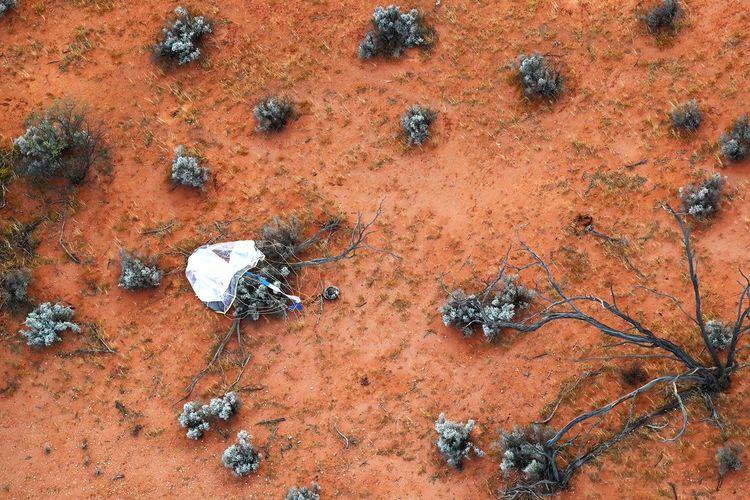 Kapsul yang berisi sampel asteroid Ryugu berhasil mendarat di pedalaman Australia.