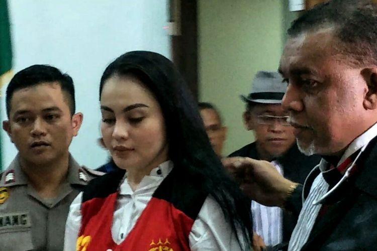 Jennifer Dunn saat selesai menjalani sidang perdana dengan agenda pembacaan dakwaan di Pengadilan Negeri Jakarta Selatan, Kamis (5/4/2018).