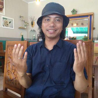 Seniman asal Bandung, Agung Pecunk.
