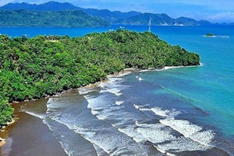 Pantai Air Manis di Sumatera Barat.