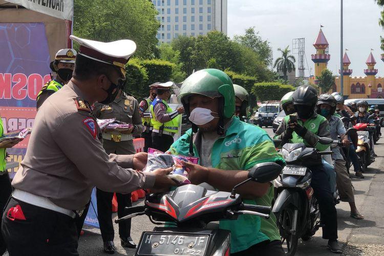Kasatlantas Polrestabes Semarang pemberian bansos untuk pengguna jalan