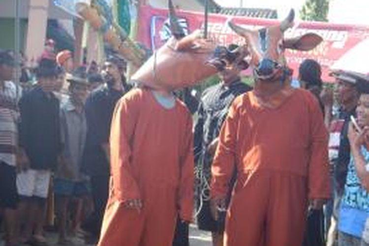 Warga Desa Kenjo, Kecamatan Glagah, Kabupaten Banyuwangi, Jawa Timur saat menggelar tradisi