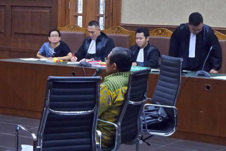 Ahli hukum pidana dari Universitas Jenderal Soedirman Noor Aziz Said bersaksi di Pengadilan Tipikor Jakarta, Senin (11/9/2017).