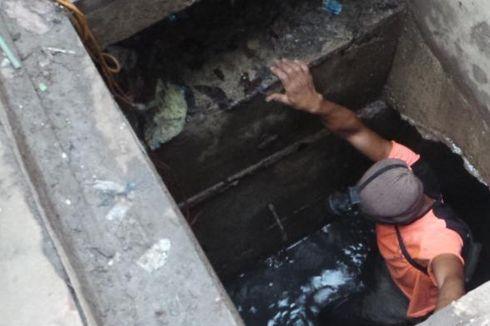 Beredar di Medsos, Video PHL Menyelam di Got Berair Hitam Saat Banjir