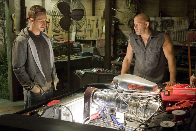 Aksi Vin Diesel dan Paul Walker di film Fast & Furious (2009)