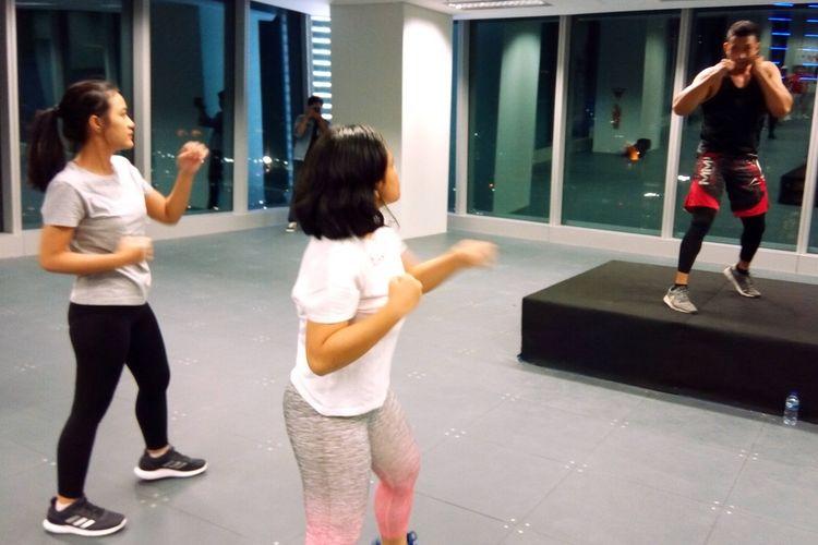 Olahraga body combat terinspirasi ilmu bela diri antara lain tajiquan, muay thai, taekwondo, kungfu, dan karate.  Salah satu kegiatan olahraga body combat yang diadakan Tokio Marine Life Insurance Indonesia di Jakarta, Jumat (20/9/2012).