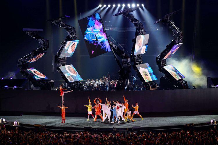 Penari menari di atas panggung untuk menyambut Asian Games ke-19 di Hang Zhou, China, pada Upacara Penutupan Asian Games ke-18 tahun 2018 di Stadion Utama GBK, Senayan, Jakarta Pusat, Minggu (2/9/2018).