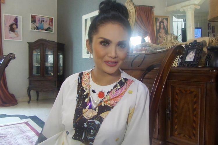 Krisdayanti ditemui kediamannya di kawasan Cilandak, Jakarta Selaran, Sabtub(2/9/2017).