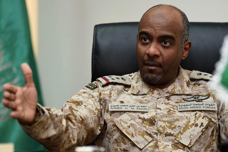 Mayor Jenderal Ahmed al-Assiri, saat bertugas sebagai juru bicara koalisi Arab Saudi dalam konflik Yaman. Dia kemudian dipromosikan sebagai wakil kepala dinas intelijen.