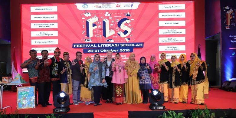 Kolaborasi pegiat literasi Kalimantan Utara dalam ajang Festival Literasi Sekolah 2018 di Gedung Kemendikbud Jakarta (30/10/2018).
