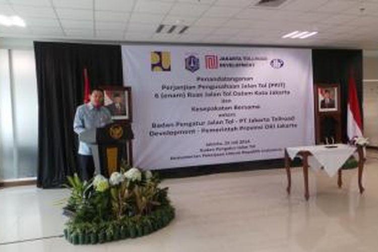 Wakil Gubernur DKI Jakarta Basuki Tjahaja Purnama saat memberikan sambutan, di Kementerian Pekerjaan Umum, Jakarta, Jumat (25/7/2014).