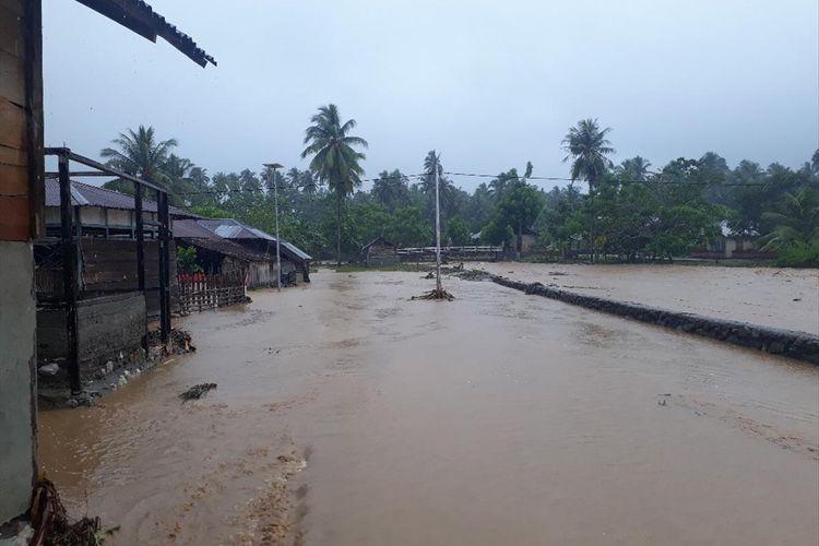 Sejumlah rumah di Desa Doro, Kecamatan Gane Barat, Kabupaten Halmahera Selatan, Maluku Utara terendam banjir, Selasa (23/07/2019)