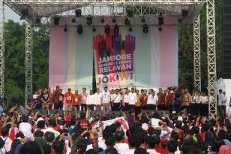 Ribuan orang memadati acara Jambore Komunitas Juang Relawan Jokowi di Bumi Perkemahan Cibubur, Jakarta, Sabtu (16/5/2015).