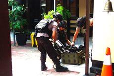 Gegana Amankan 2 Barang Diduga Bom Rakitan di Lokasi Perampokan Toko Emas di Magetan