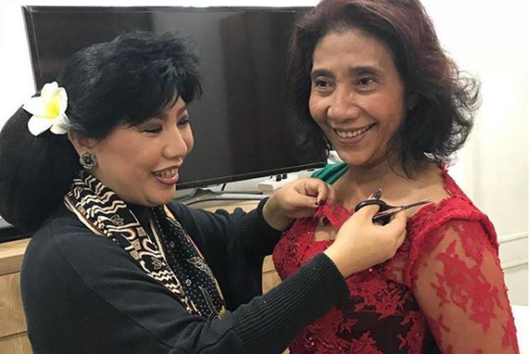 Menteri Kelautan dan Perikanan Republik Indonesia Susi Pudjiastuti (kanan) bakal menjadi salah satu penampil khusus dalam peragaan busana 29 tahun Anne Avantie (kiri) di Indonesia Fashion Week, JCC, Jakarta, Kamis (29/3/2018).
