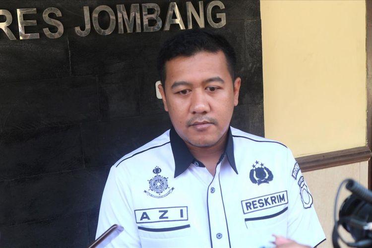 Kasat Reserse Kriminal Polres Jombang, AKP Azi Pratas Guspitu, saat memberikan keterangan terkait proses penyelidikan kasus pelemparan bom molotov, Rabu (24/7/2019).