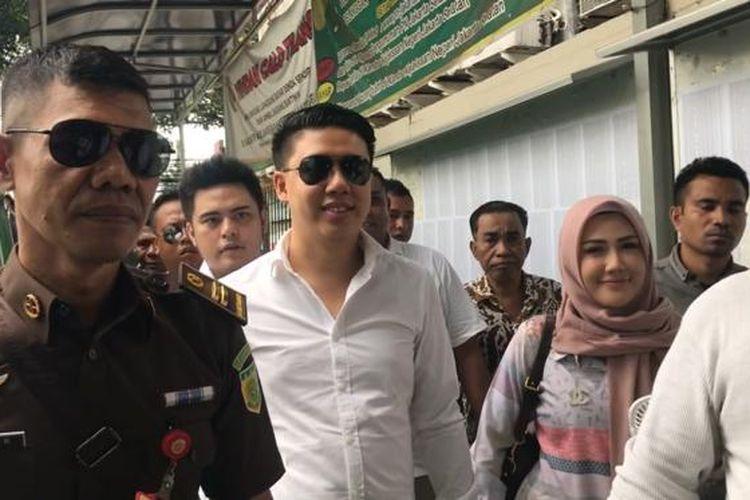 Ketiga tersangka kasus video ikan asin Galih Ginanjar, Pablo Benua, dan Rey Utami tiba di Pengadilan Negeri Jakarta Selatan, Senin (9/12/2019).