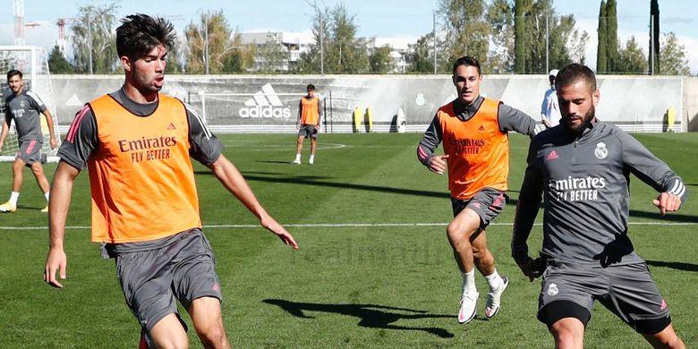 Theo Zidane (kiri) saat berlatih bersama skuad utama Real Madrid, Rabu (14/10/2020).