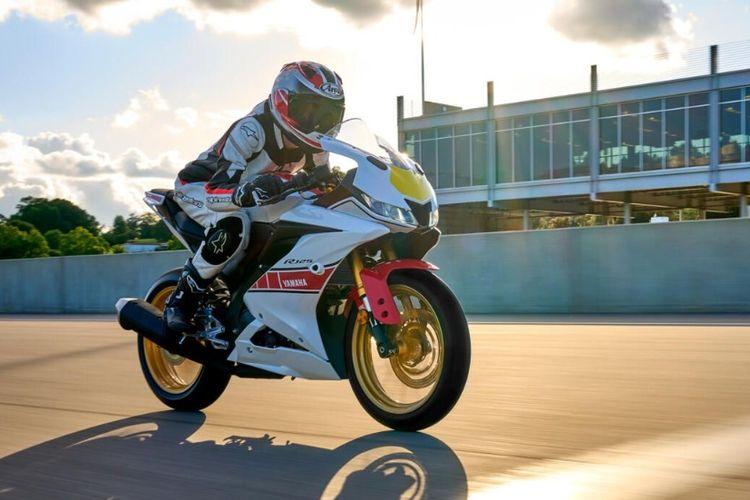 Yamaha R-series dengan livery speed block