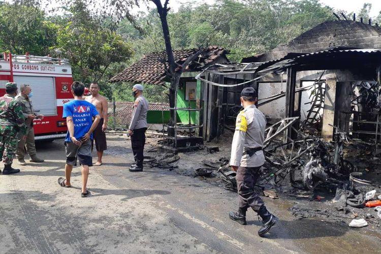 Bengkel tambal ban di Desa Giritirto, Kecamatan Karanggayam, Kabupaten Kebumen, Jawa Tengah, ludes terbakar, Rabu (2/6/2021).