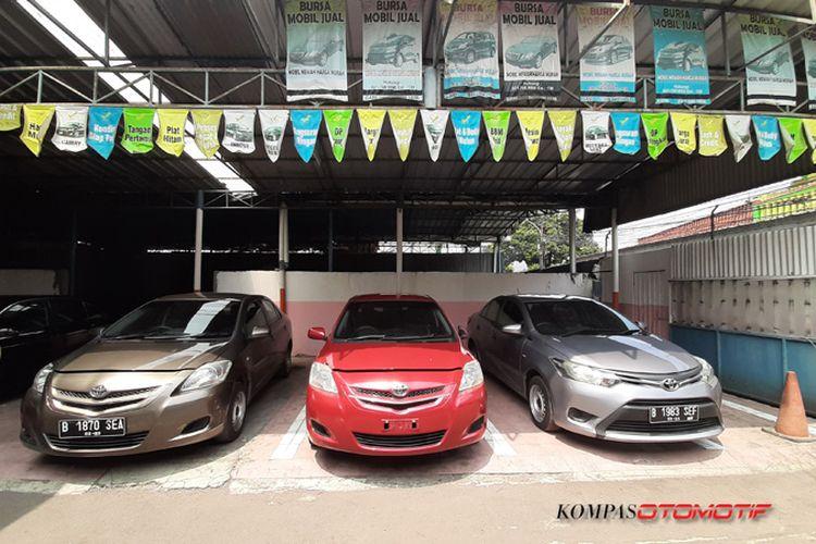 Toyota Limo bekas Taksi yang dijual di pool Bluebird Mampang, Jakarta Selatan