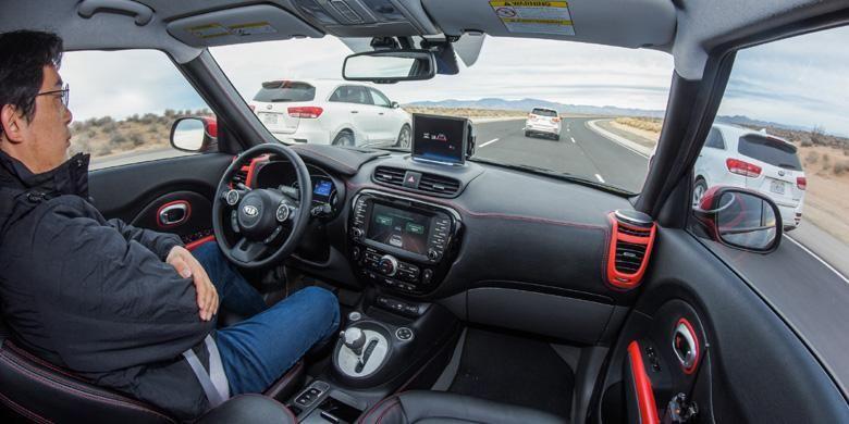 Banyak asisten untuk pengemudi sehingga mobil bisa berjalan sendiri dengan pintar.