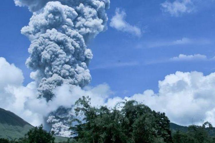 Ilustrasi. Letusan Gunung Lokon beberapa waktu lalu.