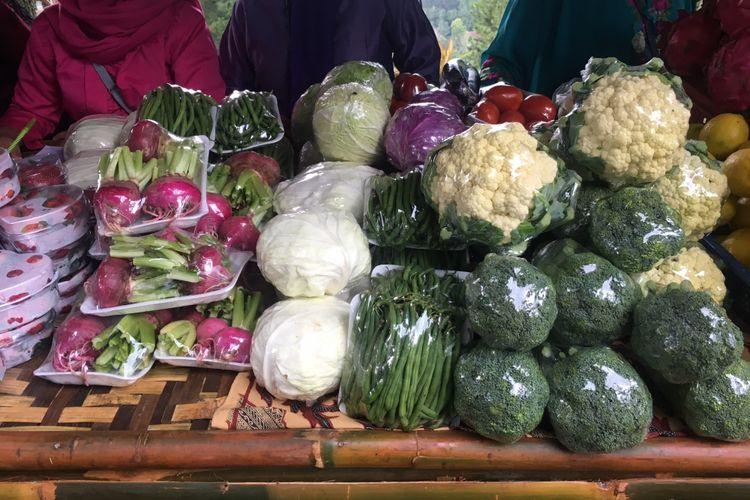 Sayuran organik yang dijual oleh para petani di Mulberry Hill by The Lodge, Desa Cibodas, Kecamatan Lembang, Kabupaten Bandung Barat, Jumat (23/2/2018).