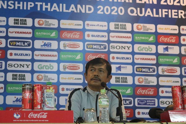Pelatih tim nasional U-23 Indonesia, Indra Sjafri menyampaikan keterangan pers, di Hanoi, Vietnam, Kamis (21/3/2019). Timnas U-23 akan menghadapi Thailand pada laga perdana Kualifikasi Kejuaraan Asia AFC U-23 di Stadion My Dinh, Hanoi, Jumat (22/3/2019) besok.