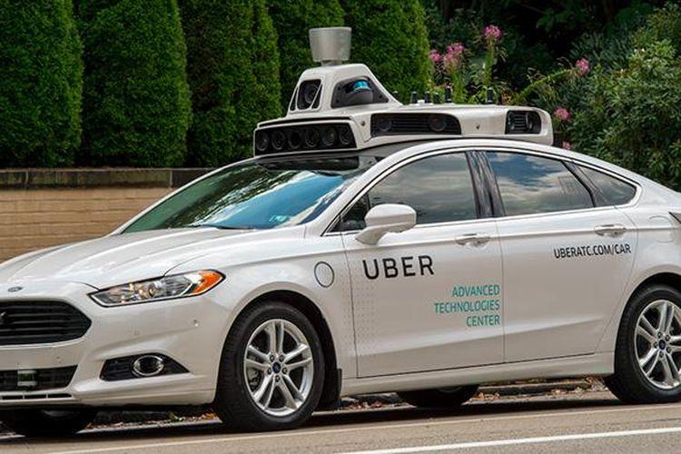 Mobil tanpa sopir Ford Fusion yang mulai dioperasikan oleh Uber di Kota Pittsburgh, AS, Rabu (14/9/2016)