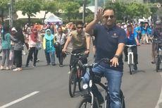 Bersepeda di CFD, Anies Ingatkan PKL Dilarang Dagang di Zona Merah