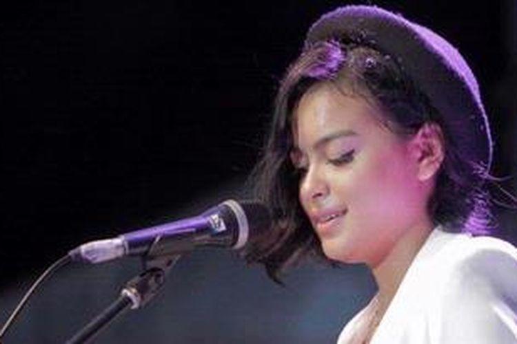 Eva Celia Lesmana, putri Indra Lesmana, menyanyi dalam Java Jazz Festival 2013 di JIExpo Kemayoran, Jakarta Pusat, Minggu (3/3/2013).