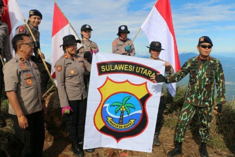 Kapolda Sulut Irjen Pol Royke Lumowa pimpin soft launching perubahan logo di puncak Gunung Klabat, Minut