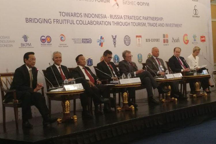 Gubernur Daerah Istimewa Yogyakarta Hamengku Buwono X (paling kiri) berbicara dalam business forum Indonesia-Rusia yang digelar di Moskow, Rusia, Kamis (1/8/2019).