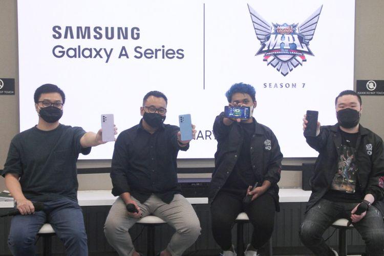 Dari kiri ke kanan, Product Marketing Manager Samsung Electronics Indonesia Irfan Rinaldi, Head of Public Relations Esports Moonton Indonesia Azwin Nugraha, Fachrian Noor Ramadhan Guava, dan Chief Executive Officer Alter Ego Esports Delwyn Michael Sukamto
