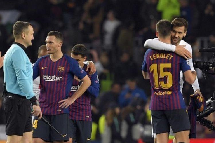 Barcelona vs Tottenham Hotspur di Stadion Camp Nou, 11 Desember 2018, berakhir imbang 1-1. Kedua tim memastikan diri lolos ke babak 16 besar Liga Champions sebagai wakil Grup B.