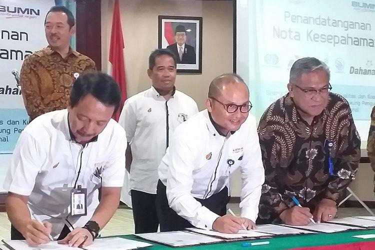 PT Surveyor Indonesia (Persero) bersama enam perusahaan BUMN menandatangani nota kesepahaman di kantor BUMN, Jakarata, Selasa (12/2/2019).