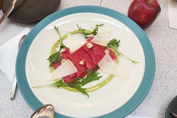 Vegetarian Red Carpaccio adalah hidangan untuk vegetarian yang terbuat dari sayur dan buah.