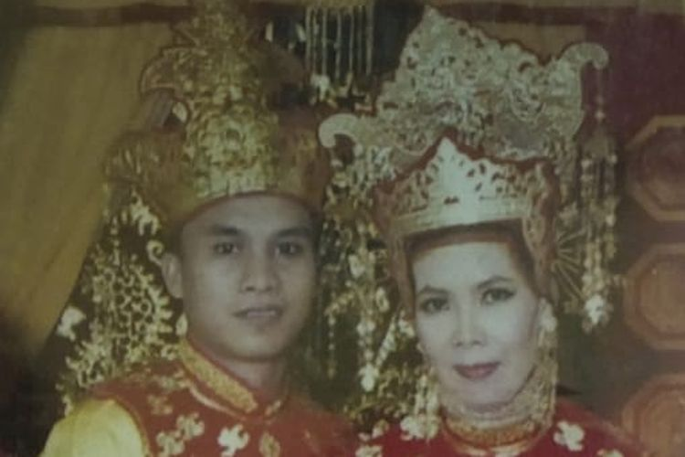 Foto pernikahan adat Tidung dari Siti Sabariah salah satu pelestari adat Tidung di Nunukan, Guru SDN 005 Nunukan ini merupakan pelatih jepin (Siti Sabariah)