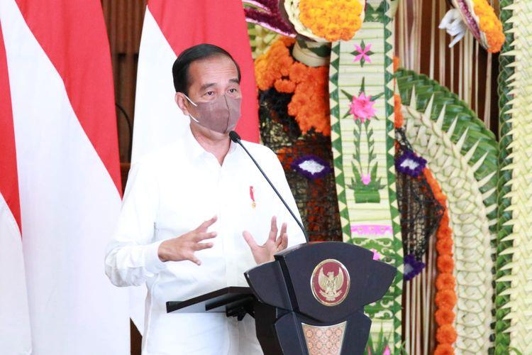 Presiden Joko Widodo saat memberikan pengarahan kepada Forkopimda se Provinsi Bali di Wisma Sabha Utama, Kompleks Kantor Gubernur Bali, Jumat (8/10/2021).