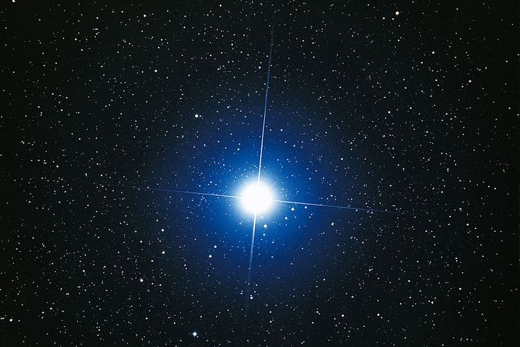 Bintang Sirius, bintang paling terang di alam semesta. Sirius adalah satu-satunya nama bintang yang disebutkan dalam Al Qur'an, dengan nama bintang Syi'raa dan merupakan bintang tunggal yang disebut Najm dalam astronomi Islam.