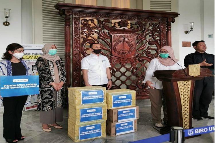 Penyerahan bantuan di pendopo Balai Kota Jakarta