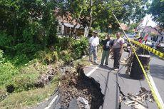 Hujan Deras, Jalan Nasional Jember-Lumajang Longsor Sepanjang 4 Meter