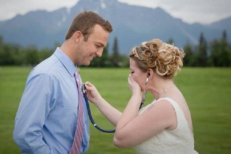 Becky dapat mendengar kembali detak jantung mendiang putranya menggunakan stetoskop yang ditempelkan ke dada Kilby.