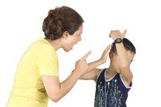 Apa Tak Lelah Marah-marah Terus ke Anak?