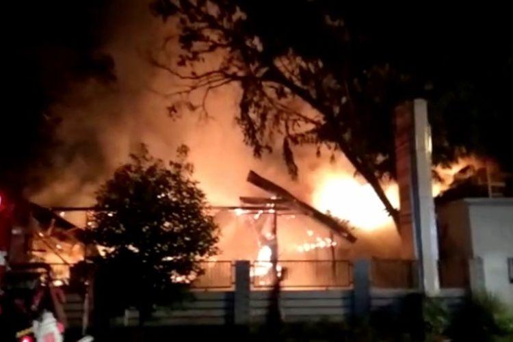 Kebakaran gedung Kampus Fakultas Tekhnik Universitas Andi Djemma (Unanda) di Jalan Tandi Pau, Kota Palopo Sulawesi Selatan, terjadi Selasa (01/12/2020) pagi sekitar pukul 04.00 WITA.