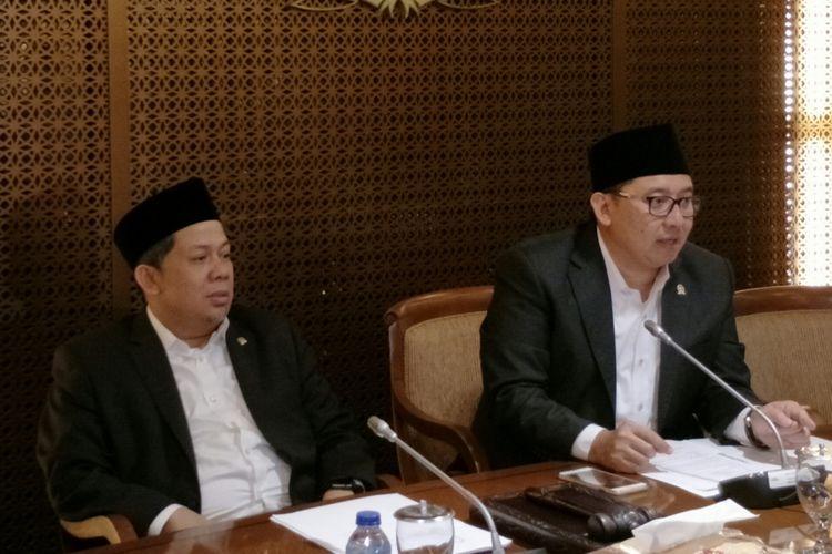 Wakil Ketua DPR Fahri Hamzah dan Fadli Zon saat membacakan hasil rapat pimpinan penentuan Plt Ketua DPR. Dalam rapat tersebut Fadli ditetapkan sebagai Plt Ketua DPR
